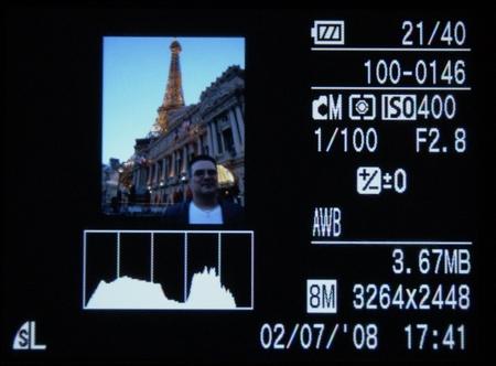Der Monitor der Canon Ixus 860 IS zeigt ale wesentlichen Information zur Bildkontrolle.