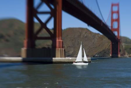 lensbaby Test: Das Augenmerk richtet sich aufs Segelboot.