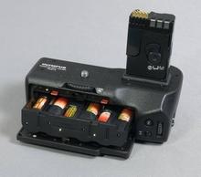 6 Mignonakkus im HLD-4: Eine billige Methode, die E-3 mit Energie zu versorgen? Nein, mit dieser Bestückung versagte die Kamera im Test fast immer (Bild: W.D.Roth)