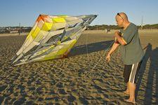 Russ roby und sein Riesen-Drache an Ocean Beach in San Francisco (© PS)