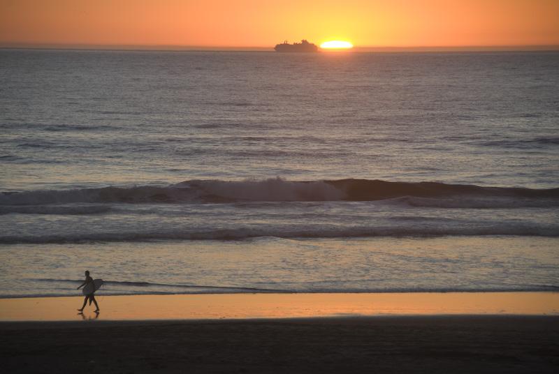 Sonnenuntergang mit Vorder- und Hintergrund. (© P. Sennhauser)
