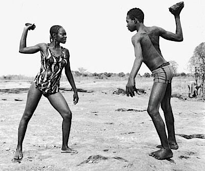 Malick Sidibé: Friends fighting with stones, 1976 Bildrechte: ZDF / © Malick Sidibé/CAAC/The Pigozzi Collection, Genf