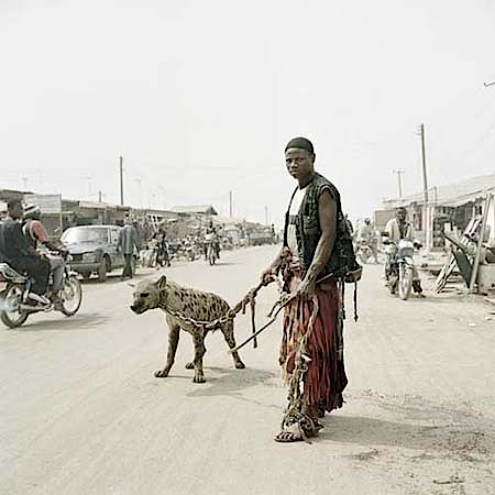 Pieter Hugo: Mallam Mantari Lamal mit Mainasara, Nigeria 2005