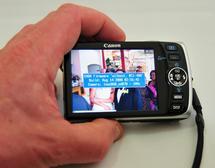 Beim Einschalten meldet sich die gehackte Canon Ixus mit dem Flashscreen von CHDK