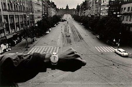 Josef Koudelka: Prag 1968 – schon nach 12 Uhr