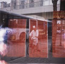 Schräg eingezogener Film mit Doppelbelichtung. (© Lukas Hadorn)
