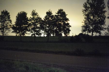 Selbst bei einem Weißabgleich auf Glühlampenlicht war der Himmel noch gelblich... (Bild: W.D.Roth)