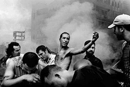 Paolo Pellegrin: Kurz nach einem israelischen Luftangriff im südlichen Beirut. Tyre, Libanon, 2006 - Alle Bilder: © Paolo Pellegrin / Magnum