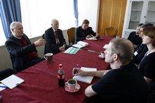 Vorgespräche der Journalisten in Minsk. (© Jan Zappner 2008)