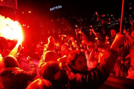 Demo für die Fotografen: Wo sich etwas tut, da bewegt sich die Medienmeute hin. (© 2008 Jan Zappner)