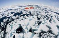 Der Eisbrecher Louis St. Laurent bahnt sich seinen Weg durch die kanadische Baffin Bay. Archivbild. Passender Einsatz eines Fisheye-Objektivs. (Keystone / AP / The Canadian Press Jonathan Hayward)