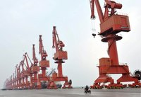 Verladekräne im Hafen von Yingkou im Nordosten Chinas. (Keystone / EPA)