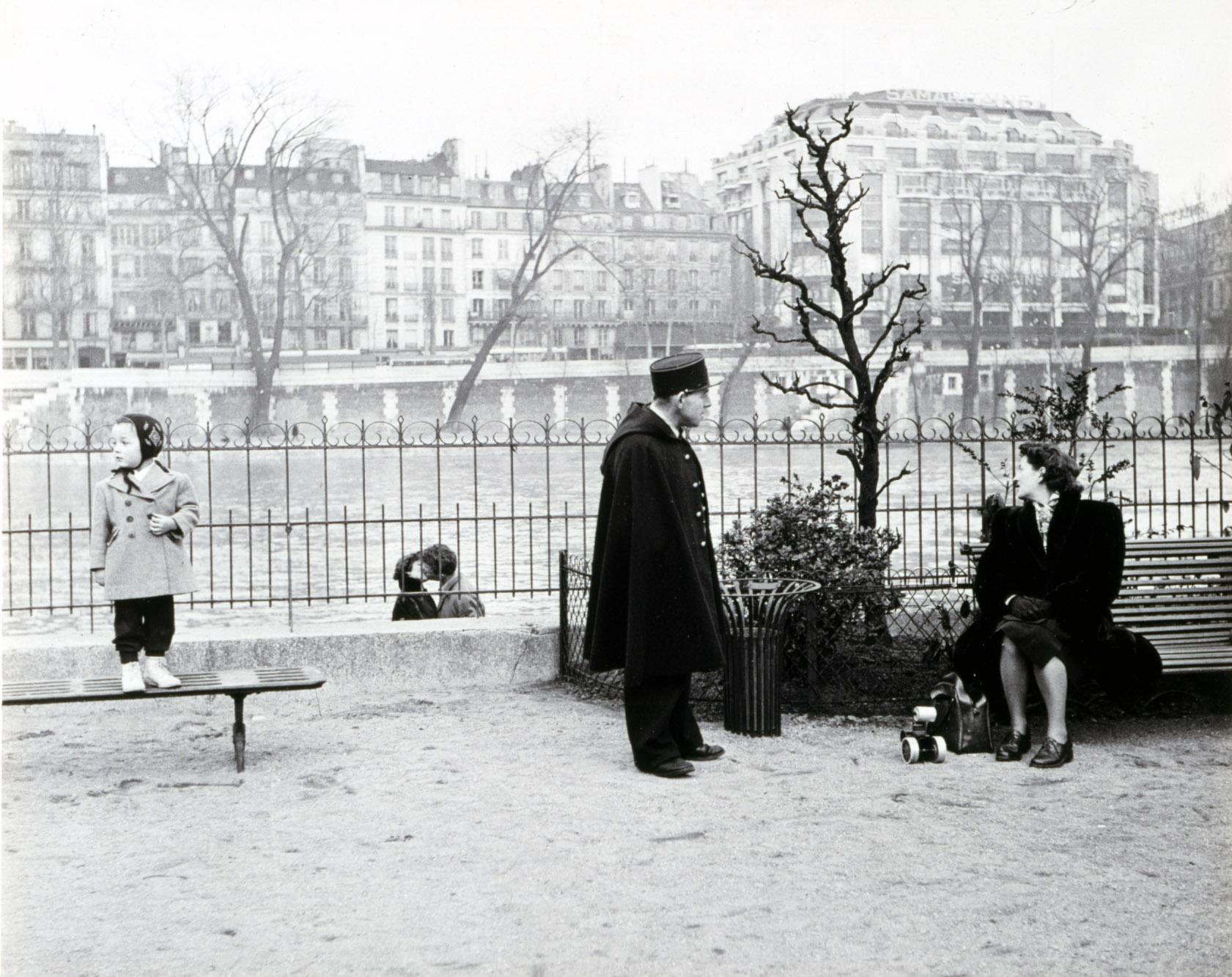 doisneau-robert-les-amoureux-du-vert-galant-1950-01.jpg