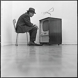 Lothar Wolleh: Joseph Beuys Aktion Filz-TV, 1968