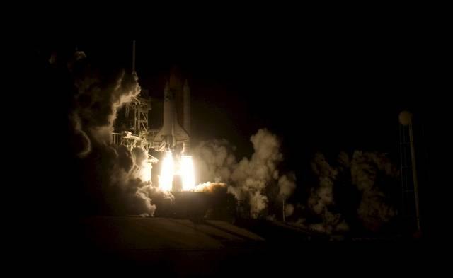 Start der Raumfähre Endevour von Cape Canaveral. Geburtsbild einer Weltraummission, full of sound and fury. (Keystone / EPA / Justin Dernier)