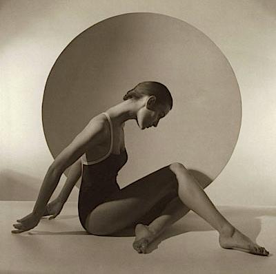 Horst P. Horst: Chanel Beauty, 1987, © Horst P. Horst / Art & Commerce