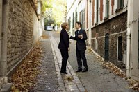 Nicolas Sarkozy und Kanzlerin Angela Merkel im Gespräch auf dem Weg zum Lunch. (Keystone / AP / Charles Platiau)