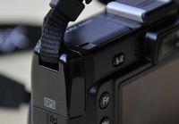 Nikon P6000: GPS-Antenne im linken Gehäuseteil. (©ps)