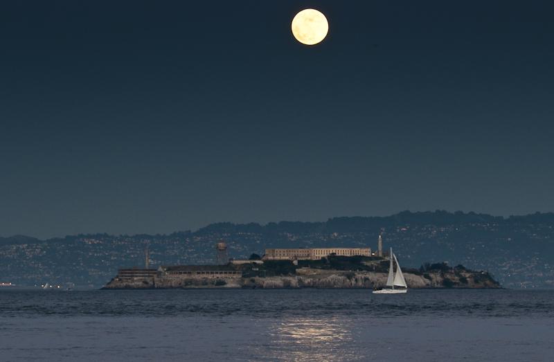Mond über Alcatraz. Klick für Detailangaben. © PS