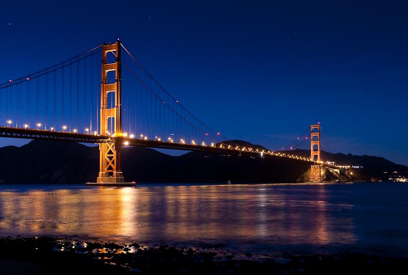 Wie rot ist die Brücke denn wirklich? Und wie hell war es hier? Ich weiss es nicht mehr, aber das Bild wirkt erst nach vielen Bearbeitungsschritten natürlich.