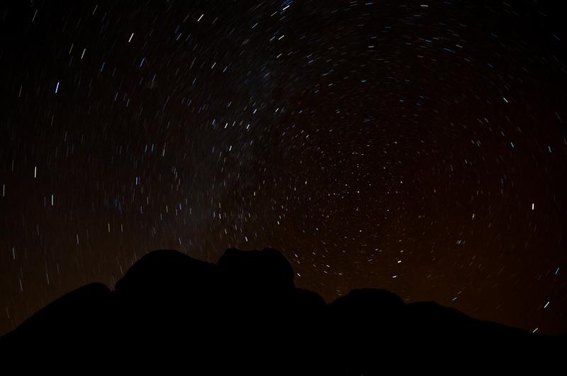 Sieben Minuten Belichtungszeit, Kamera ausgerichtet nach Norden: Die Spuren sind zu kurz (Ausschnitt) (©PS)