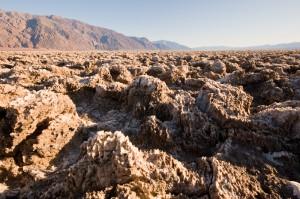 Der Teufelsgolfplatz im Death Valley. Hier muss der Vordergrund gestochen scharf sein, der Hintergrund passabel. 1/15 Sek. bei f / 16, ISO 200, 13 mm (10.0-20.0 mm f/4.0-5.6) (© PS)
