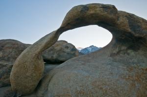 Undenkbar, den Lone Pine Peak in der Ferne oder auch den Moebius-Arch im Vordergrund unscharf zu haben. f/16 war meine Wahl. 1/13 Sek. bei f / 16, ISO 400, 13 mm (10.0-20.0 mm f/4.0-5.6) (© PS)