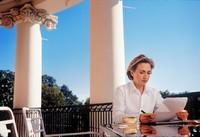 Annie Leibovitz : Hillary Clinton, auf einem Balkon des Weissen Hauses, 1998. (Keystone)