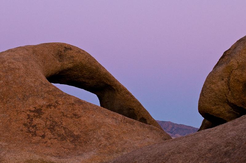 Die Farbe Lila: Ind en Alabama Hills bei Lone Pine, Eastern Sierra, Kalifornien. ©PS