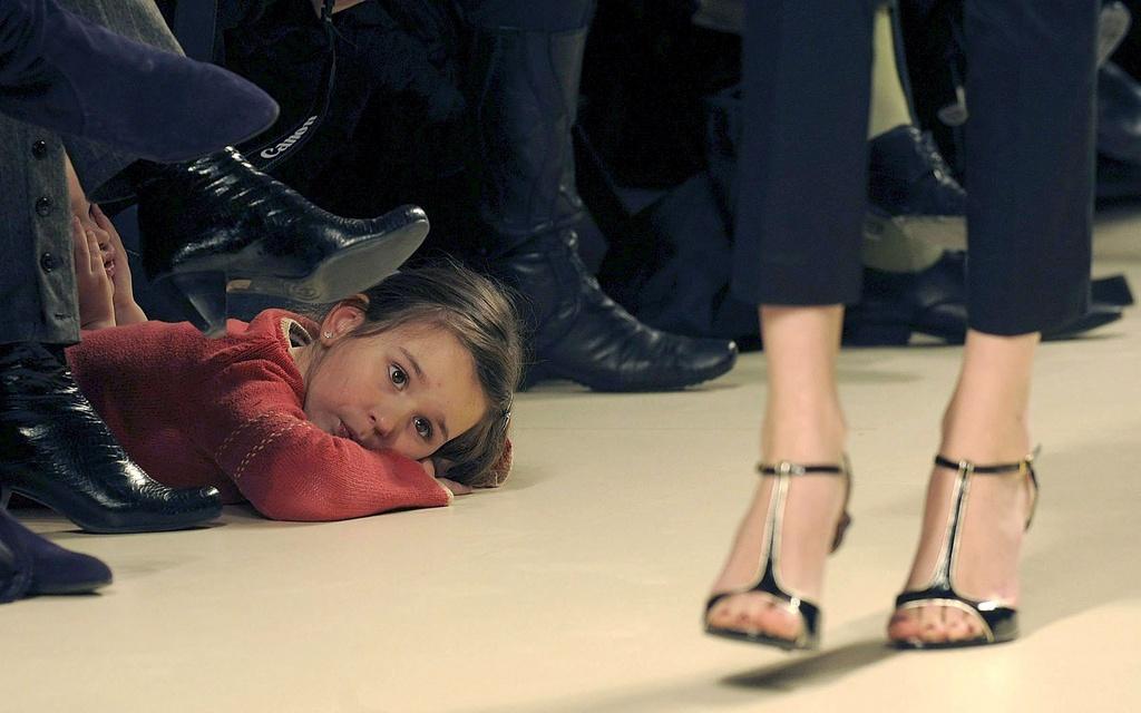 Ein kleines Mädchen ist der Mode überdrüssig an der 10ten castilla y leon fashion show (Keystone)