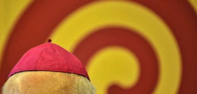 Die Mütze von Erzbischof Robert Zollitsch (Keystone)