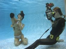 Jasmine & Baby: Unterwasser-Fotografie, rechts Zena Holloway