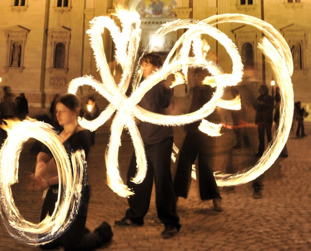 Ungarische Feuerkünstler (Keystone)