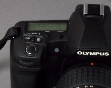 Der zusätzliche Weißabgleichsensor auf der Front, unterhalb des Light-Buttons (Bild: W.D.Roth)
