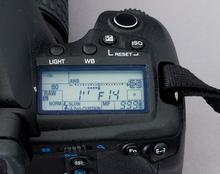 Das LC-Statusdisplay der Olympus E-30 (Bild: W.D.Roth)