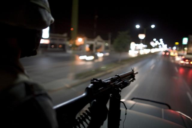 Soldaten patrouillieren in den Strassen von Raynosa an der Grenze zwischen Mexiko und den USA (keystone)