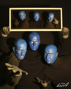Blue Man Harcourt: Spiel mit dem Feuer