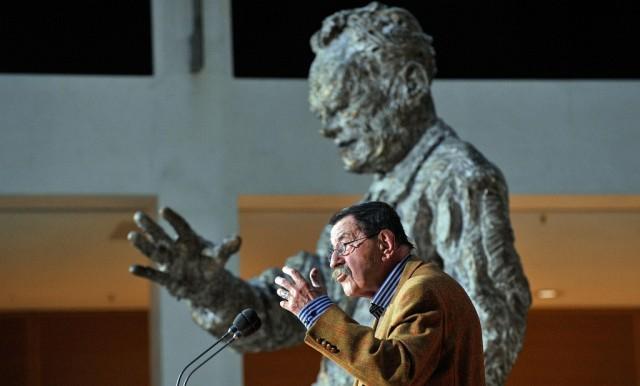 Günter Grass vor Willy Brandt (keystone)