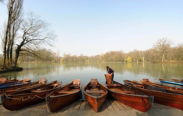 Ruderboote am See (keystone)