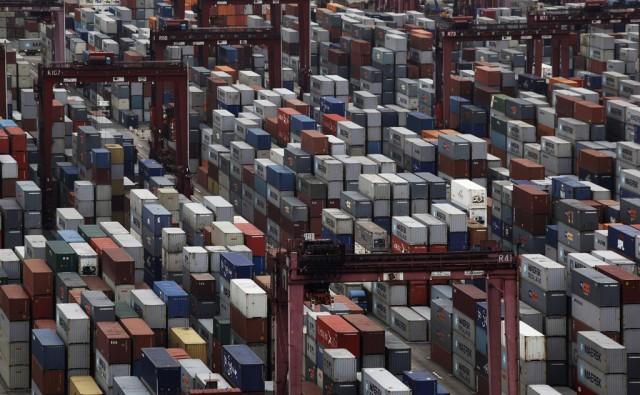 Hafen mit Containern (keystone)