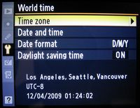 Die Aufnahmezeit in den Exif-Daten ist nur so genau wie die Uhrzeit der Kamera.