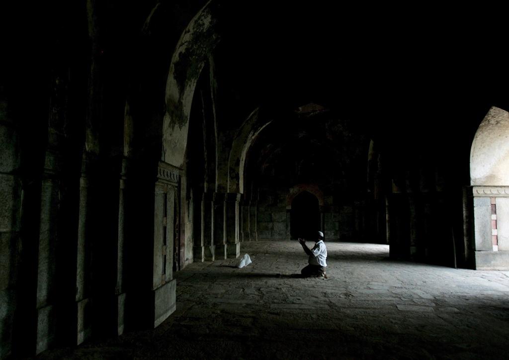 Indischer Moslem beim Gebet (Keystone)