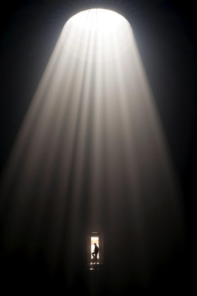 Lichteinfall in der Begräbniskirche (Keystone)