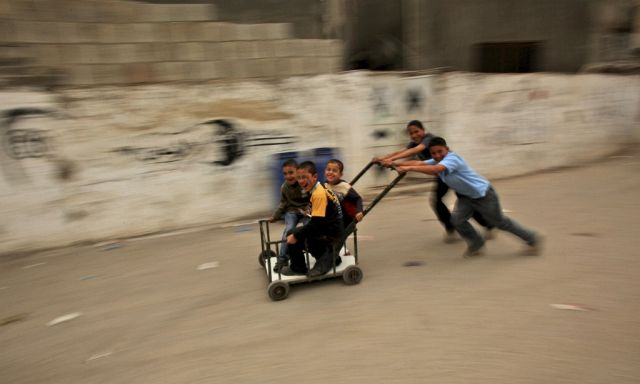Palästinenserjungs spielen (Keystone)