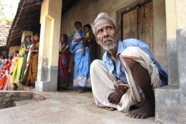Älterer Wäher in Indien (keystone)