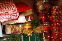 Weihnachtsrequisiten (© Robert Kneschke)