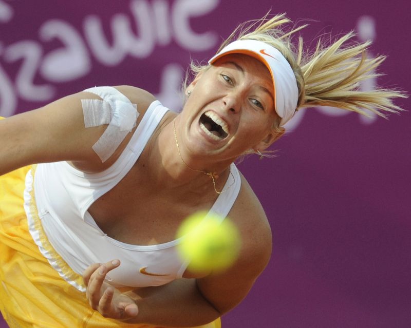 Maria Sharapova beim Aufschlag (keystone )