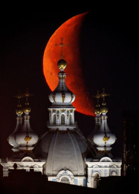 Smolny-Kathedrale mit Mond (keystone)