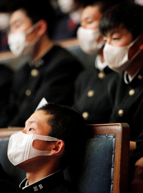 Japanische Mittelschü¨ler im Parlament (keystone)