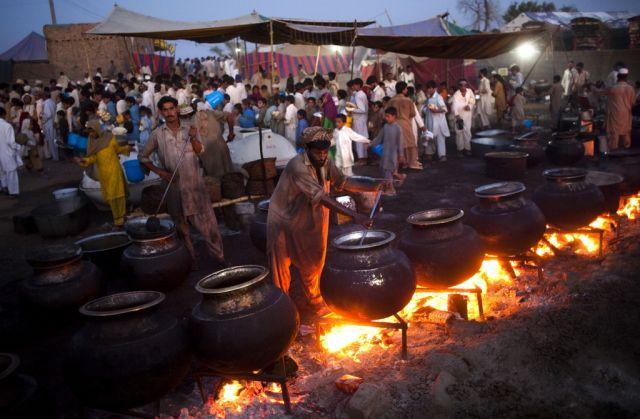 Kochen im Flüchtlingslager (keystone)